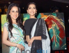 Sonam Kapoor stuns at Rouble Nagi Painting Exhibition Photos