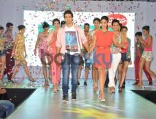 Varun Dhawan and Ileana DCruz during Main Tera Hero Promotion Photos