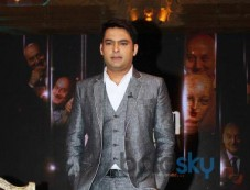 Kapil Sharma stuns at Anupam Kher Show Photos