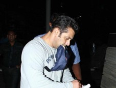 Salman Khan snapped at Airport Photos
