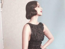 Sonam Kapoor stuns at Cannes 2014 Photos
