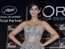 Sonam Kapoor unveil LOreal Paris makeup collection Photos
