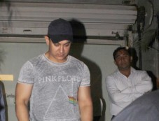 Aamir Khan snapped at Pathology Hospital in Bandra Photos