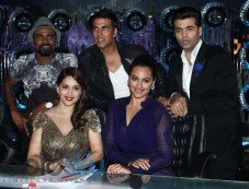 Akshay Kumar and Sonakshi Sinha at Jhalak Dikhla Jaa Season 7 Photos