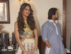 Esha Gupta stuns during Humshakals Film Press Meet Photos