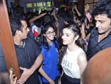Humpty Sharma Ki Dulhania promotion at HR College Photos
