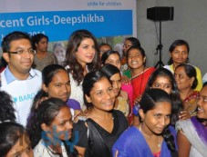 Priyanka Chopra stuns at UNICEF Event Photos