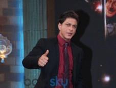 Shahrukh Khan stuns at Anupam Kher Show Photos