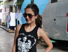 Amrita Arora Khan snapped on the sets of Dolly ki Doli Photos