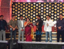 Shah Rukh Khan at 8th Annual Vijay Awards Photos