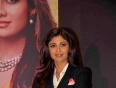 Shilpa Shetty stuns at Launch of Mera Gold Plan of Satyug Gold Photos