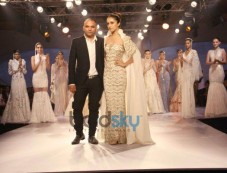 Shraddha Kapoor stuns at ICW 2014 Gaurav Gupta Show Photos