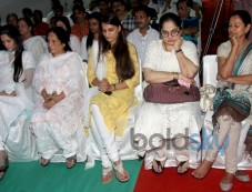 Late Dharmesh Tiwari's wife and daughters with Shagufta Ali and Zarina Wahab Photos