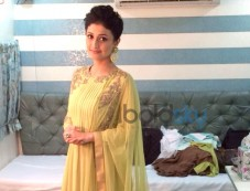Ragini Khanna wearing Ridhi Mehra Dress Photos