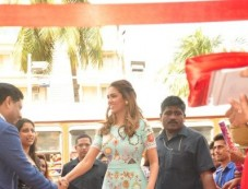 Esha Gupta Inaugurates Iconic Bata Store Photos