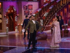 Happy New Year Team In Comedy Nights With Kapil Photos