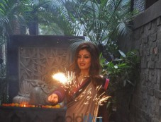 Raveena Tandon Celebrates Diwali At Her Residence Photos
