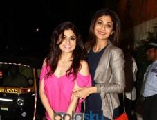 Shilpa & Shamita Shetty Was Clicked At The Olive Restaurant In Mumbai Photos