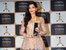 Sonam Kapoor At 4th Edition Of L'Oreal Paris Femina Women Award 2015 Photos