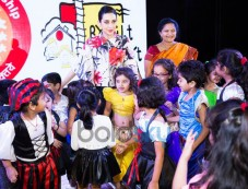 Charismatic Karishma Kapoor Cheers For 'Bright Start Fellowship International School' Kids Photos