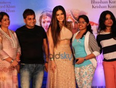 Ek Paheli Leela Actress Sunny Leone Interact With Fans Photos