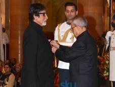 Amitabh Bachchan Honored with Padma Vibhushan Photos
