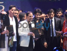 SRK At Dadasaheb Phalke Film Foundation Awards 2015 Photos