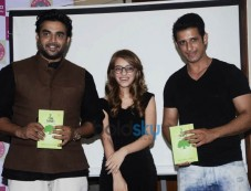R.Madhavan,Sharman Joshi At Book launch Of If Time Thinks Photos