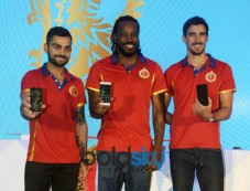 Kohli,Gayle and Stark Photos