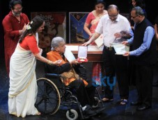 Shashi Kapoor Honoured With Dadasaheb Phalke Award Photos