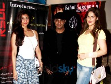 Daisy Shah And Zarine Khan At Rahul Saxena's Dance Show Photos