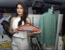 Sagarika Ghatge Inaugurates 5aSec Dry Cleaning store Photos