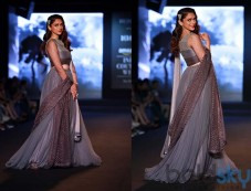 Aditi Rao Was The Showstopper At AIFW 2015 Photos