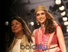 LFW Day 2 - Aditi Rao Hydari Walks For Ritu Kumar Photos