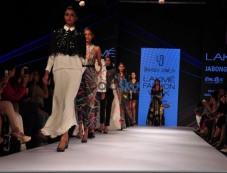 LFW Day 3 - Vasundhara, Armaan Aiman, Stephany Dsouza, Urvashi Joneja Show Photos
