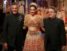 Sonam Kapoor Walks The Ramp At IBFW 2015 Photos