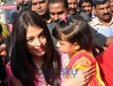 Aishwarya Rai Bachchan Visits Siddhivinayak Temple Photos
