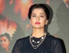 Aishwarya Rai Bachchan At Vividh Festival Photos