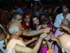 Aishwarya Rai And Vidya Balan Visits Ganpati Mandal At Kings Circle Photos