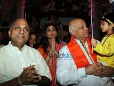 Shilpa Shetty, Divya Dutta At ISKCON Temple Photos