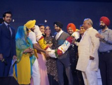 'Singh Is Bling' Cast Paid Homage To Bhagat Singh Photos