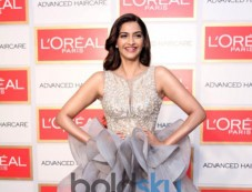 Sonam Kapoor At Loreal Paris Event Photos