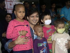 Vivek Oberoi Celebrates Birthday With Cancer Patients Photos