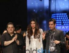 Athiya Shetty Walked The Ramp For Designer Rahul Gandhi & Rohit Khanna At AIFW Photos