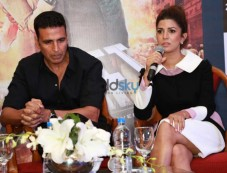 Akshay Kumar And Nimrat Kaur At Press Meet To Promote Airlift Photos