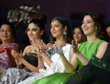 Celebs At IIFA Utsavam Awards 2016 Photos