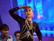 Kareena, Sonam And Karishma Tanna Dazzle On Stage At Saifai Mahotsav Photos