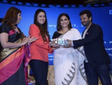 Vidya Balan, Vikas Bahl And Meghna Gulzar At Yes Bank Awards Photos
