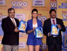 Parineeti Chopra Unveils Adani Wilmar Fortune Vivo Oil Photos