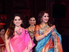 Sonali Bendre Look Ethereal At The Make In India Fashion Show Photos